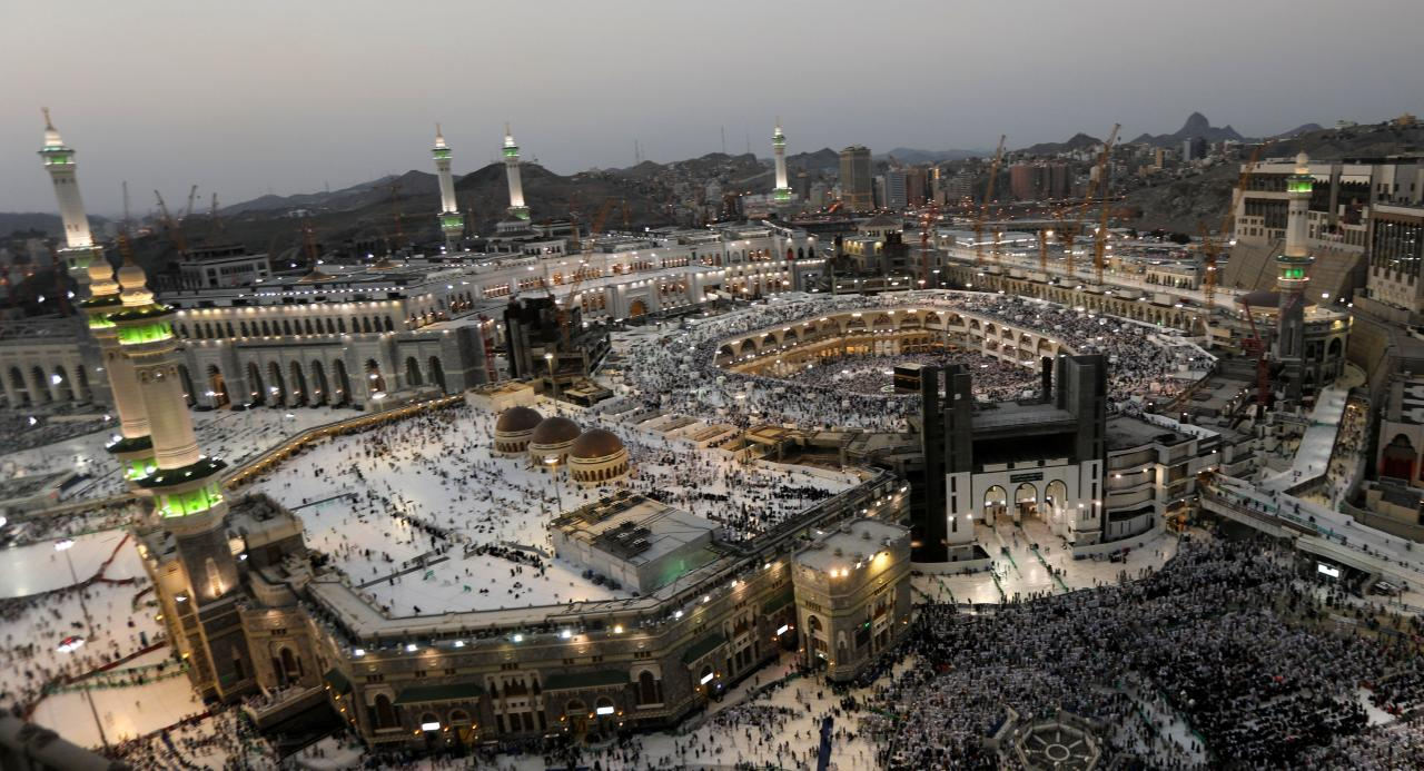 Smart bracelets for Umrah pilgrims with GPS technology
