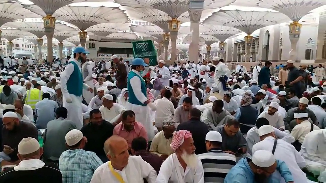 Saudi Arabia Temporarily Suspends Iftar Service in Prophet's Mosque (Masjid-e-Nabwi)